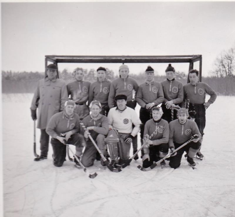 Bild1011 Bandylag Hällekis. 1950-60 talet