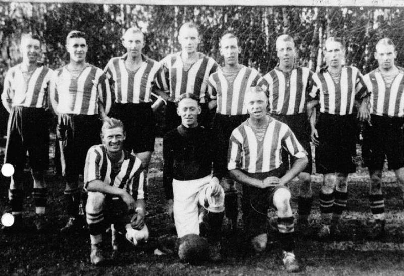 Bild1037 Fotbollslag i Hällekis IF