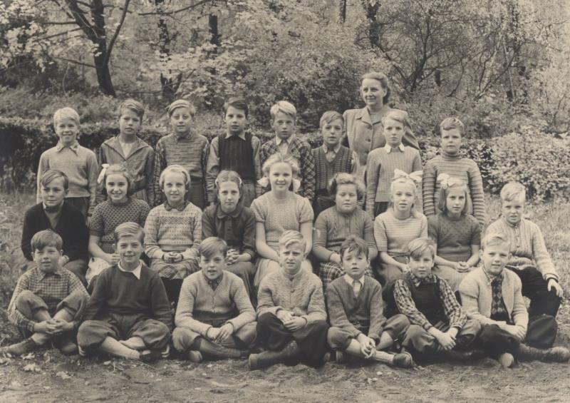 Bild3627 Hönsäters Skola Klass 3 o 4 1950