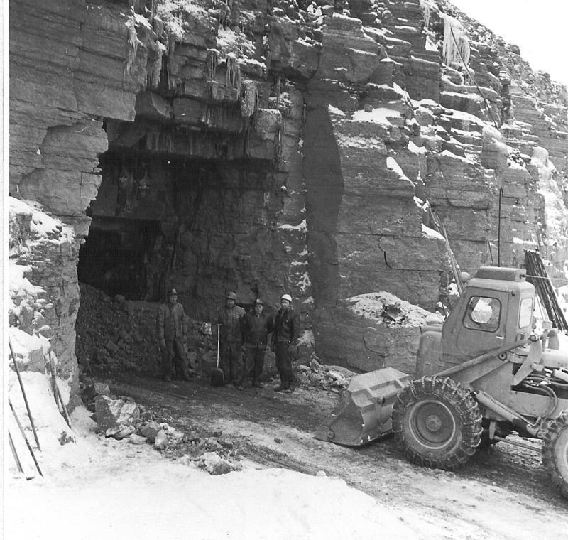 Bild5041 Cementfabriken Hällekis Brottet