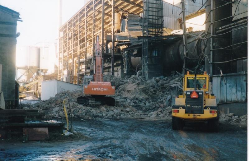 Bild4400 Rivning av Cementfabriken Hällekis