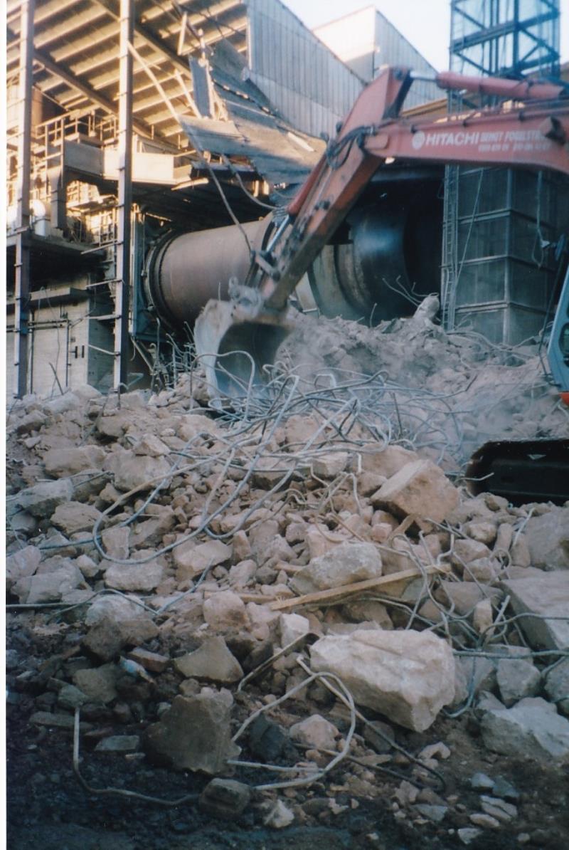 Bild4401 Rivning av Cementfabriken Hällekis