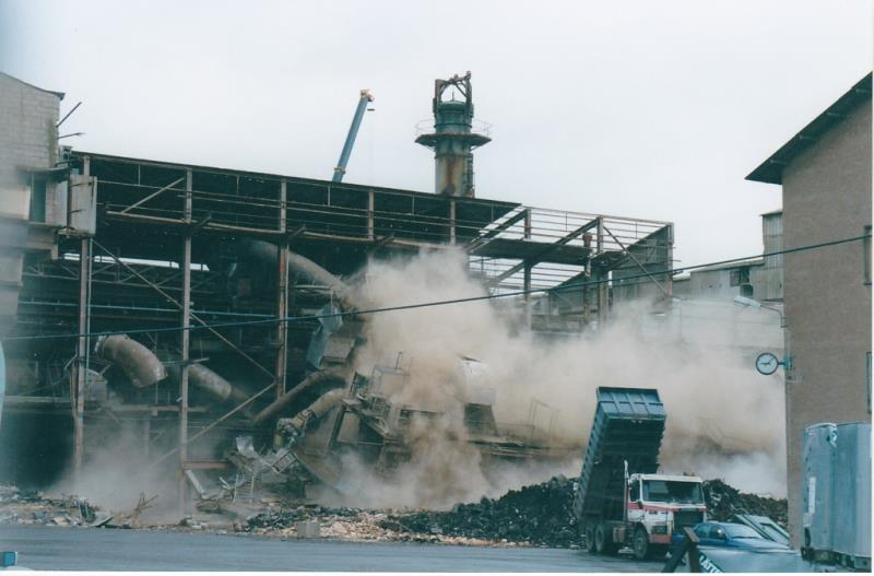 Bild4410 Rivning av Cementfabriken Hällekis