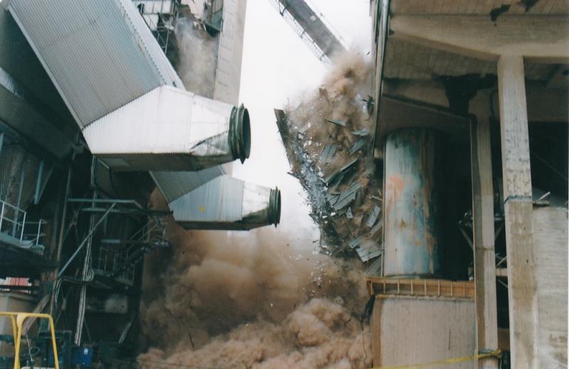 Bild4452 Rivning av Cementfabriken Hällekis