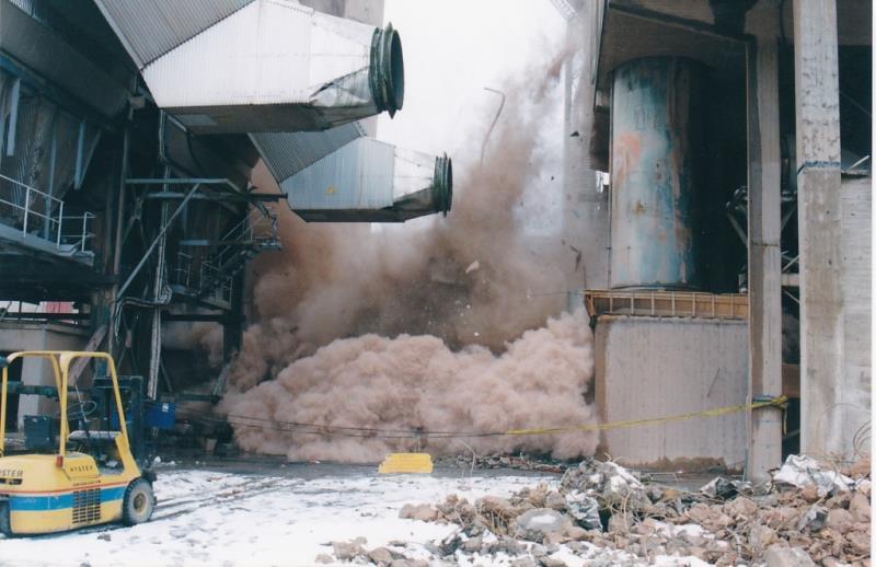Bild4453 Rivning av Cementfabriken Hällekis