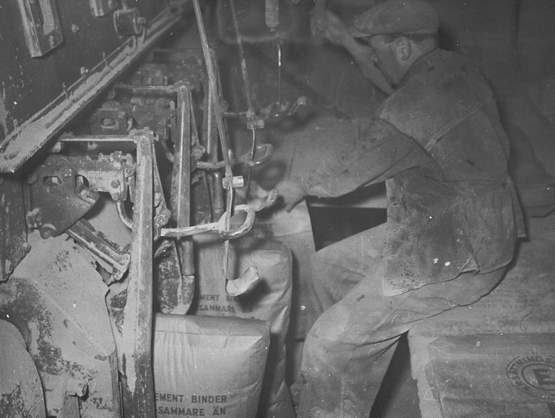 Bild4636 Cementfabriken Cementsilos och utlastning