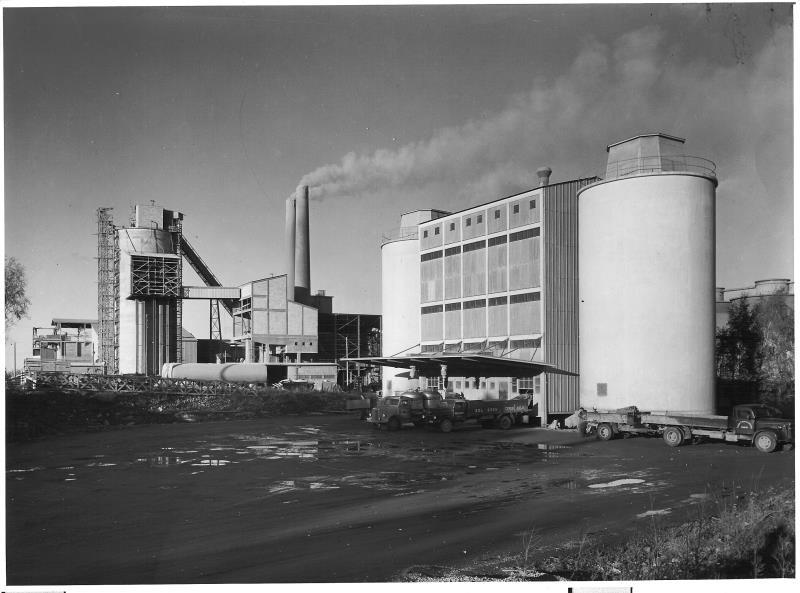 Bild4663 Cementfabriken Cementsilos och utlastning