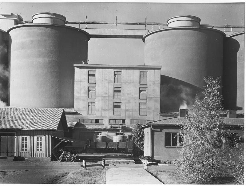 Bild4716 Cementfabriken Cementsilos och utlastning