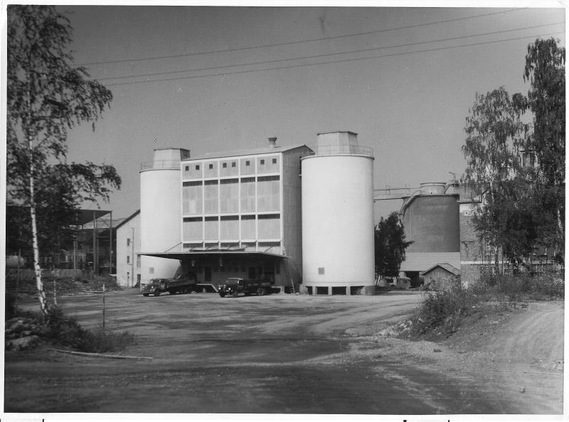 Bild4723 Cementfabriken Cementsilos och utlastning
