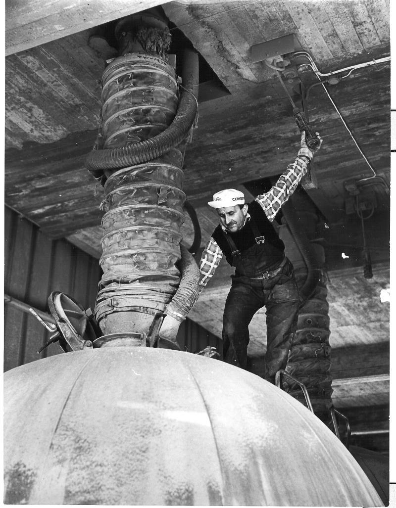 Bild5255 Cementfabriken Cementsilos och utlastning