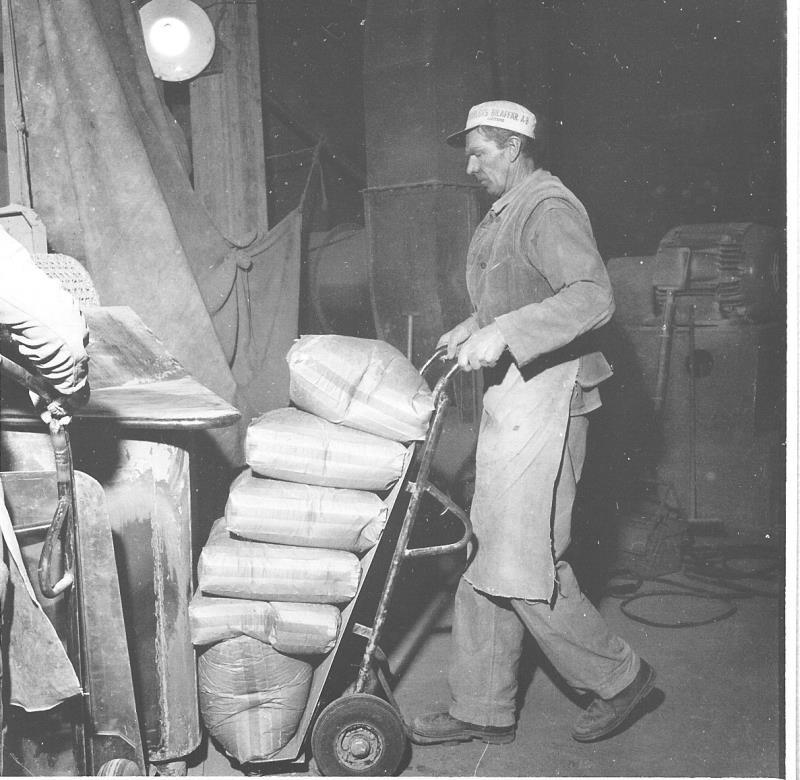 Bild5468 Cementfabriken Cementsilos och utlastning