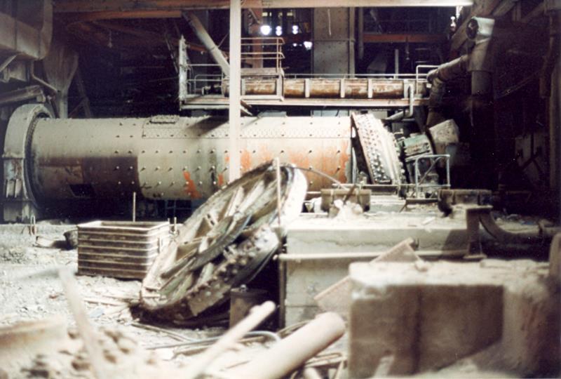 Bild3944 Rivning av Cementfabriken Hällekis