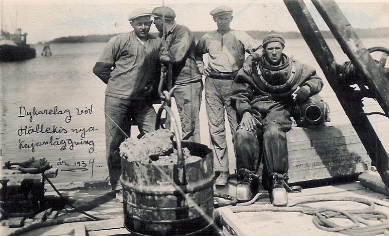 Bild5201 Muddring av sjöfartsleden in till Hönsäters Hamn vid cementfabriken i Hällekis ca 1940-50-talet