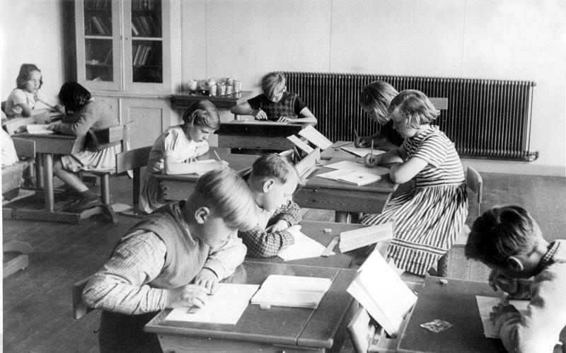 Bild 1300 Medelplana Skola