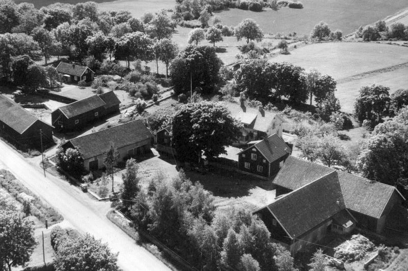 Bild 3490 Stenhuggaregården i Västerplana Flygfoto 1967