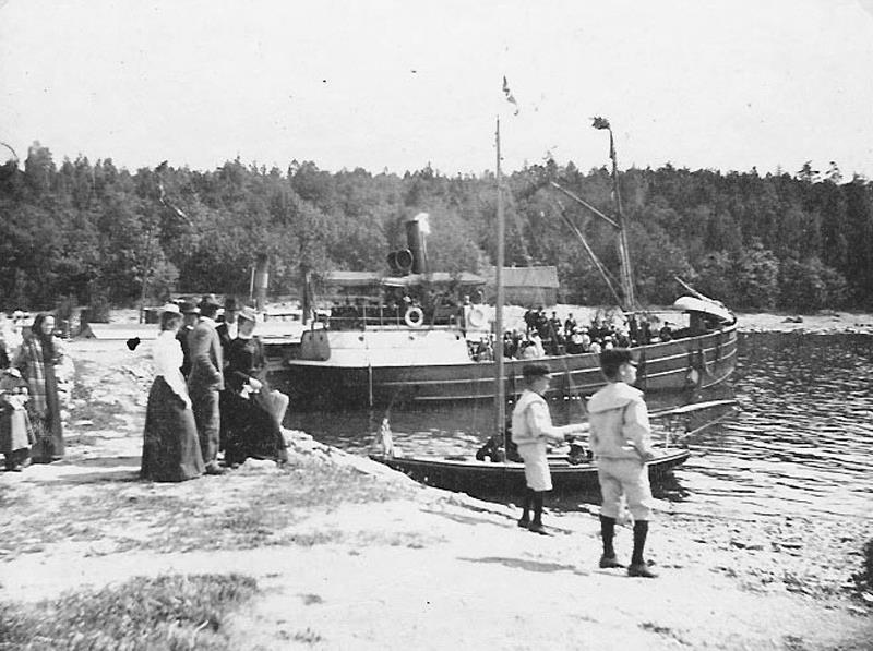 Bogserbåten Sparre, Hellekis hamn