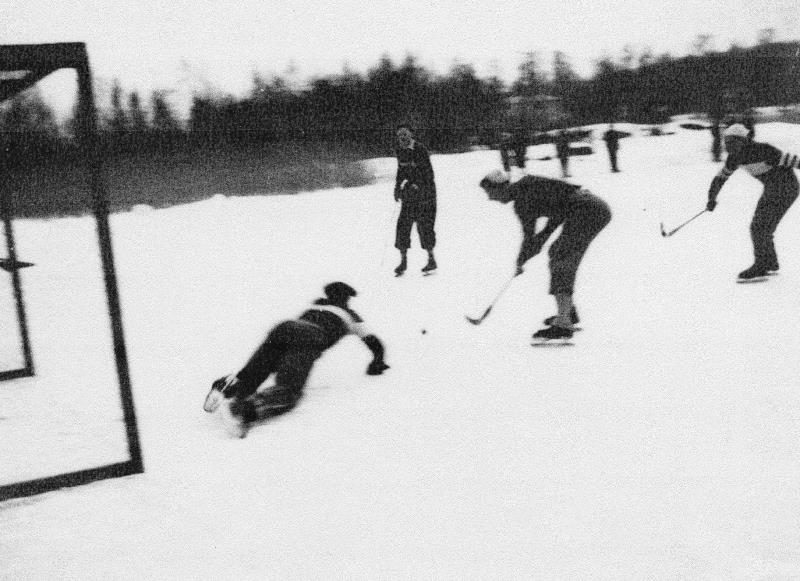 Bild1027 Bandylag i Hällekis