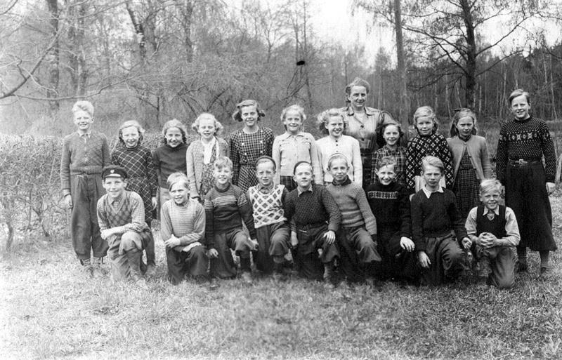 Bild3624 Hönsäters Skola Klass 3 o 4 1947