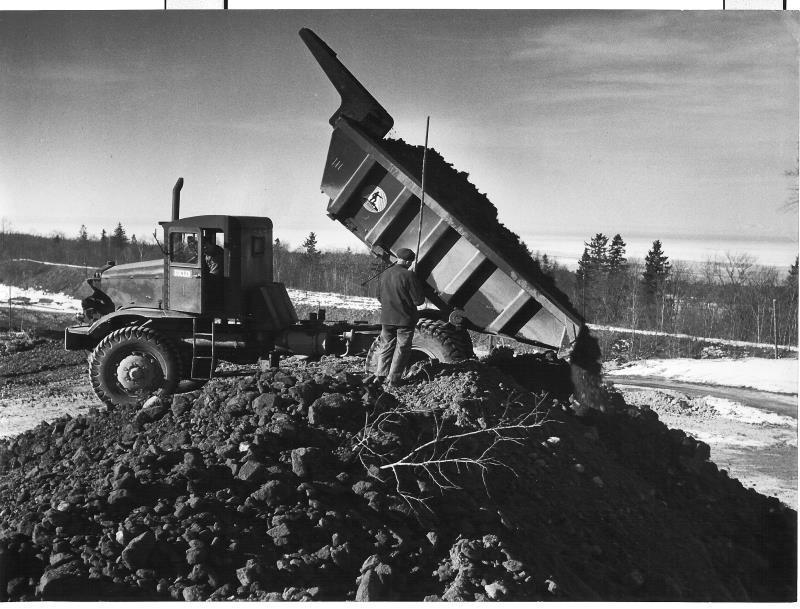 Bild5016 Cementfabriken Hällekis Brottet