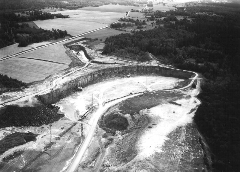 Bild5130 Cementfabriken Hällekis Brottet