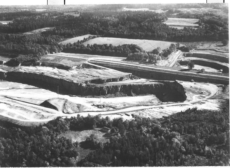 Bild5132 Cementfabriken Hällekis Brottet
