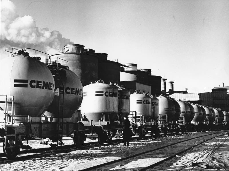 Bild401 Cementfabriken Cementsilos och utlastning