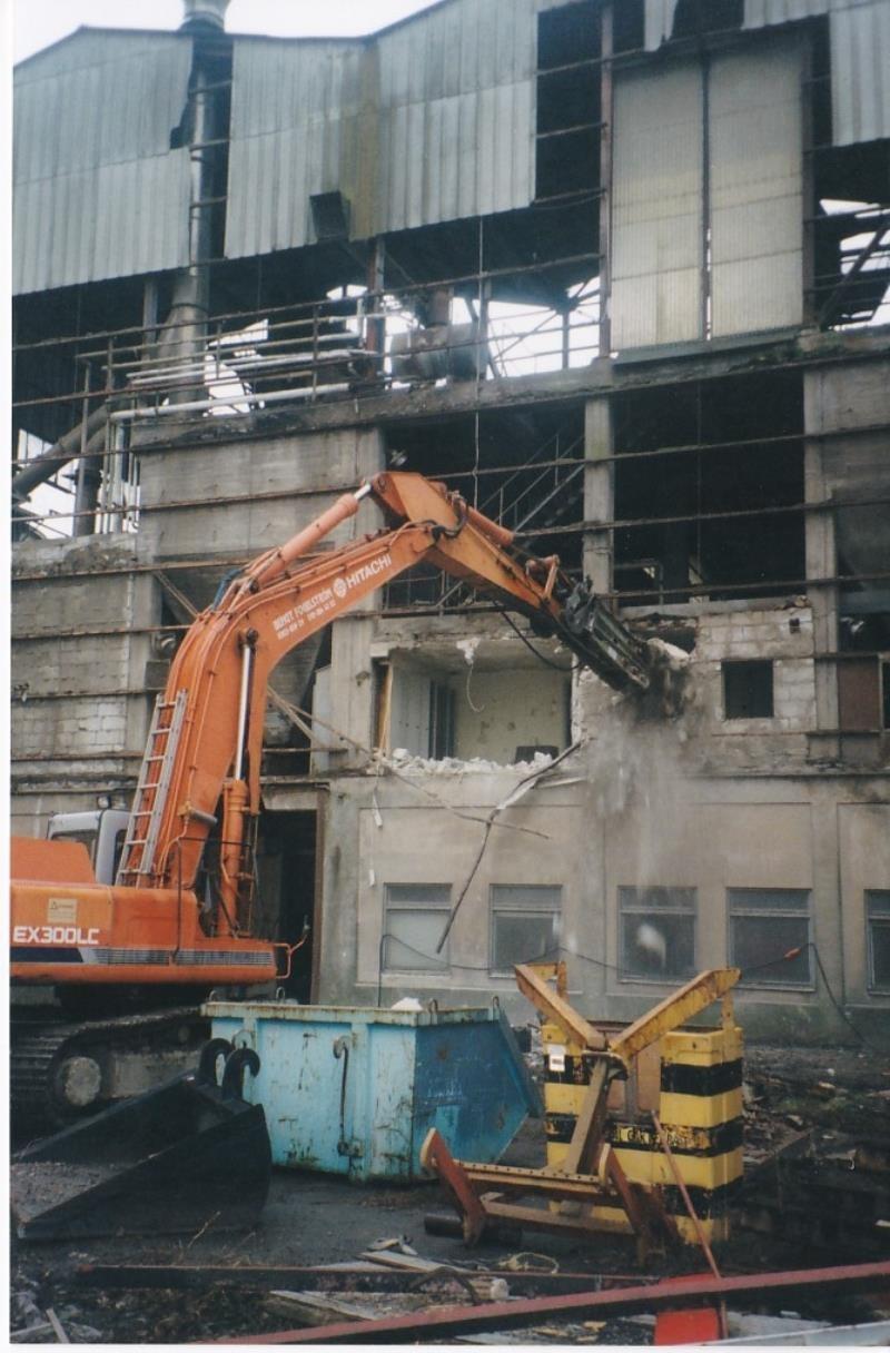 Bild4341 Rivning av Cementfabriken Hällekis