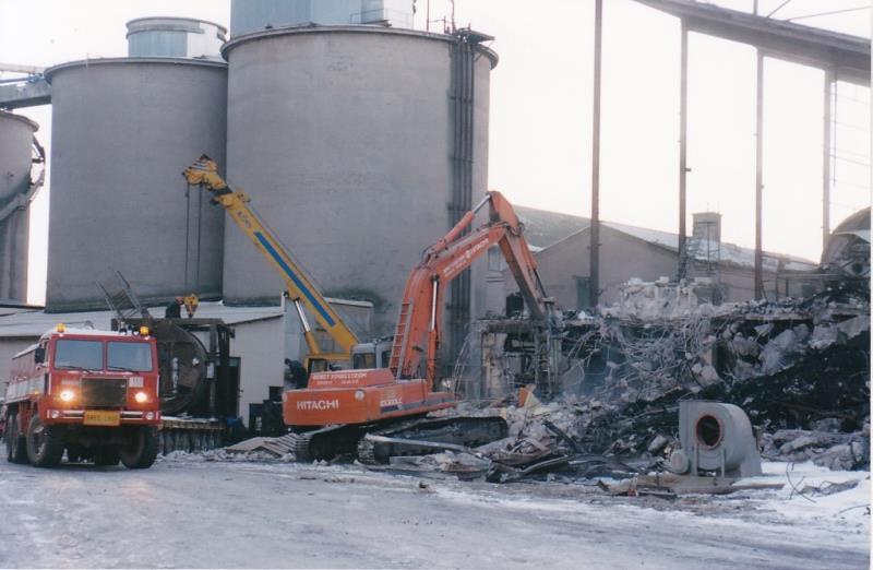 Bild4395 Rivning av Cementfabriken Hällekis