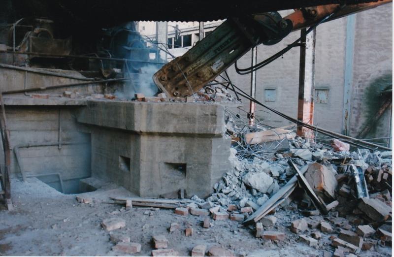 Bild4423 Rivning av Cementfabriken Hällekis