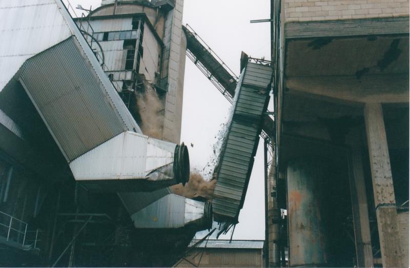 Bild4451 Rivning av Cementfabriken Hällekis