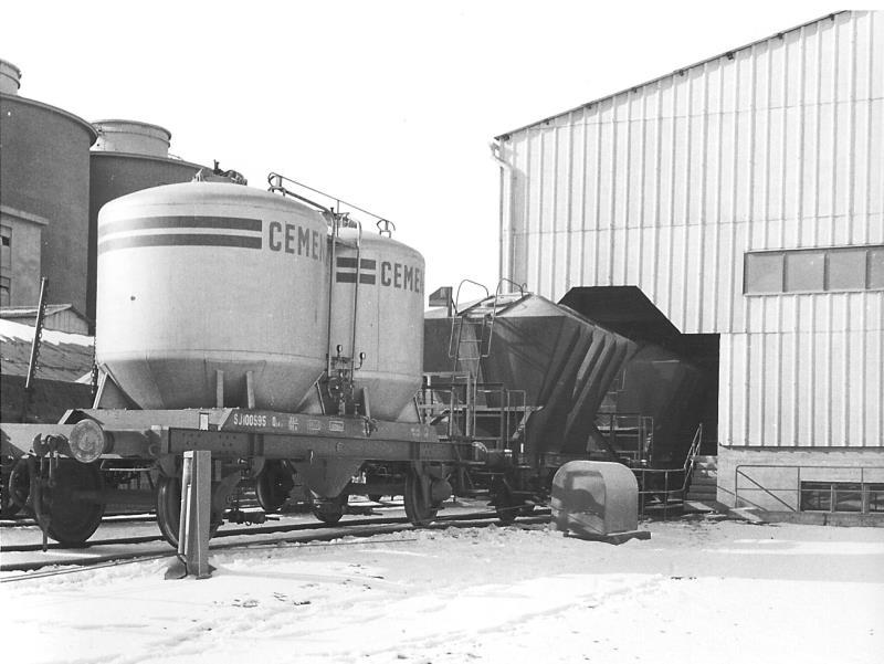 Bild4624 Cementfabriken Cementsilos och utlastning