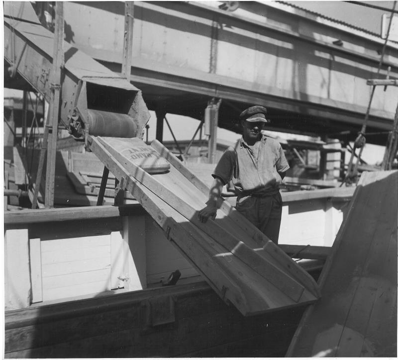 Bild5231 Cementfabriken Cementsilos och utlastning