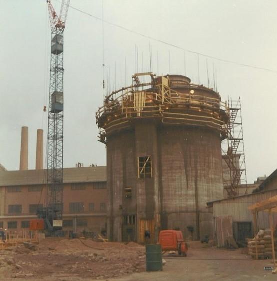 Bild5327 Cementfabriken Cementsilos och utlastning