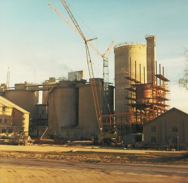 Bild5333 Cementfabriken Cementsilos och utlastning