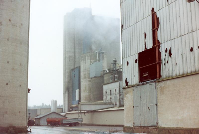 Bild3950 Rivning av Cementfabriken Hällekis