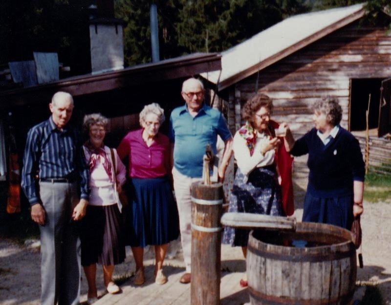 Bild3228 Pensionärer från Hällekis på 1980-talet