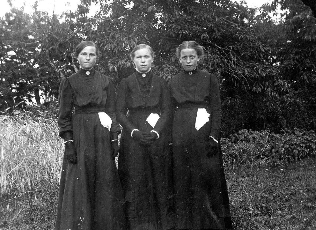 Bilder Västerplana Konfirmationskort Viktoria Gustavsson (Moberg), Motorp till höger 1911 eller 1912