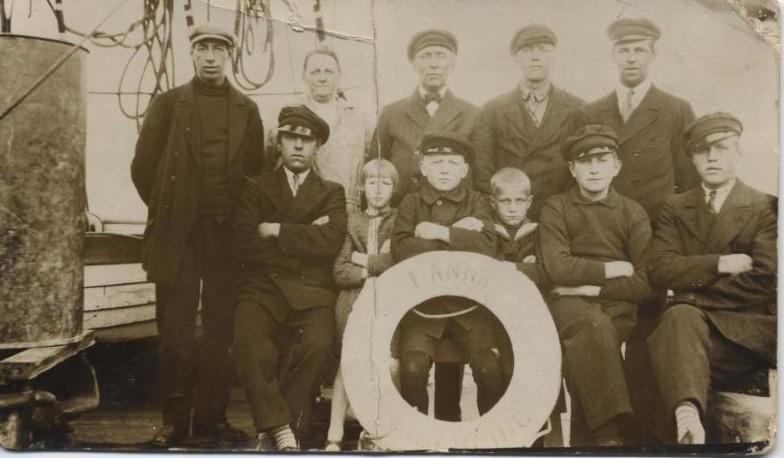 Bild103 Besättningen på tremastaren Fanny Lidköping