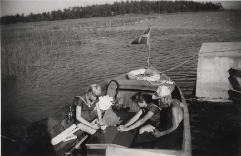 Bild17 Cementas Badbåt Clary Wettergren,Getel Persson,Sven-Otto Ljungberg Hällekis