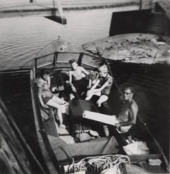 Bild18 Cementas Badbåt Getel Persson,Roland Andersson,Clary Wettergren,Harald Forsell Hällekis