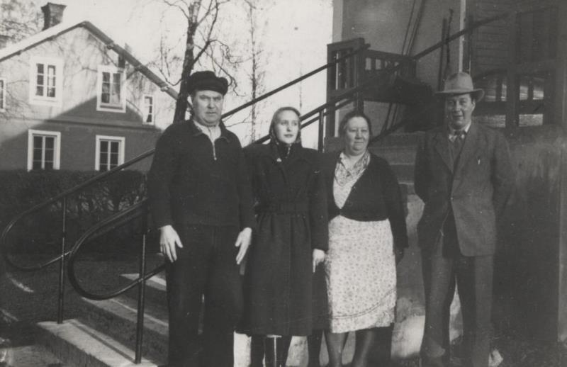 Bild22 Falkängen i Hällekis Karl,Gudrun,Tora,Lennart Gustavsson