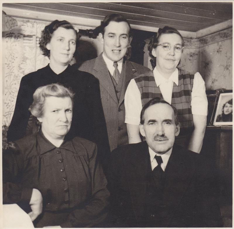 Bild5996 Skoghem 1951. Anton Lind fyller 60 år. Hustrun Hanna och deras barn Astrid, Åke och Linea.