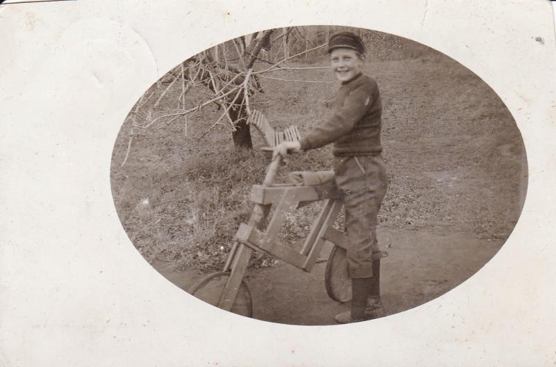 Bild6009 Sven Ljungberg har tillverkat en egen cykel.