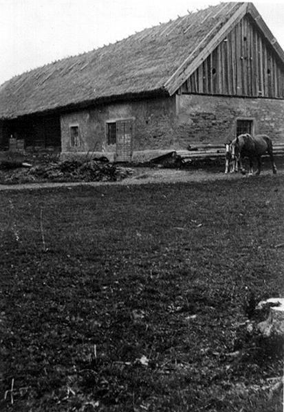 Västerplana Skattegården Uthus, ladugård, loge