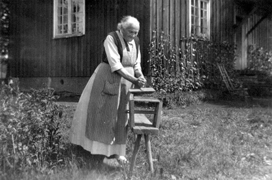 Bild 051 Råbäck Mor Augusta Lidbeck rättareänka f. 1862