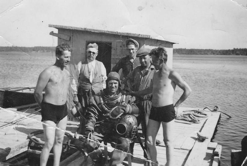 Bild6020 Muddring av sjöfartsleden in till Hönsäters Hamn vid cementfabriken i Hällekis ca 1940-50-talet