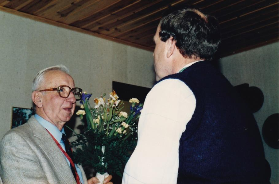 Bild6027 Hällekis IF Firar Nils Cardesjö 25 år som lagledare 1985